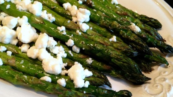 Photo of Roasted Asparagus with Herb Goat Cheese by Raquel Teixeira