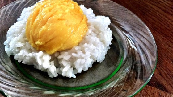 Photo of Sweet Sticky Rice with Mangoes by u812gosh
