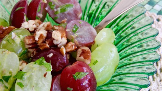 Quick 'n Easy Grape Salad with Concord Dressing