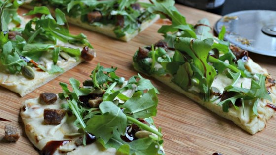 Photo of Arugula and Hummus Mini Pizzas by burnyay