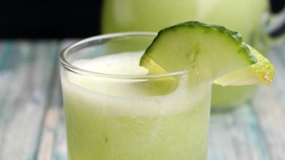 Photo of Agua Fresca de Pepino (Cucumber Limeade) by Yoly