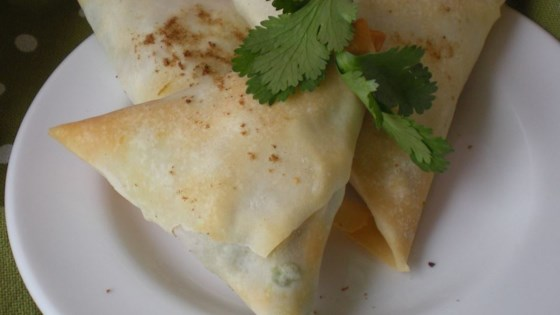 Easy veggie samosas recipe allrecipes easy veggie samosas forumfinder Images