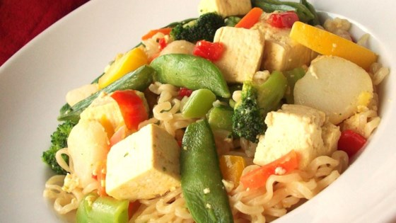 Photo of Fast and Easy Tofu Lo-Mein by DASIBELLE