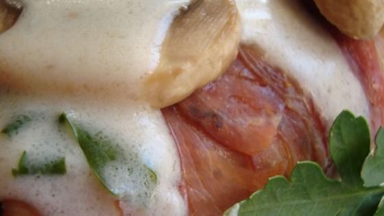 Chicken with Mushrooms, Prosciutto, and Cream Sauce