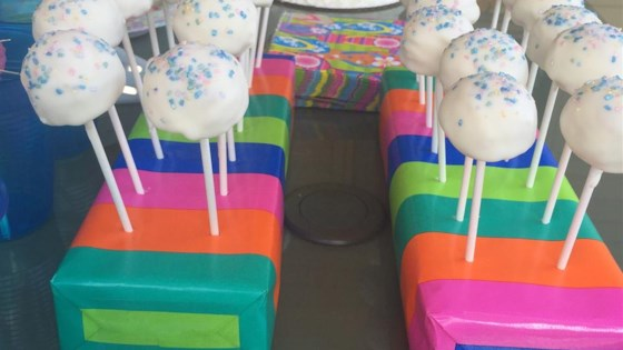 Photo of Pretty Cake Pops by Les