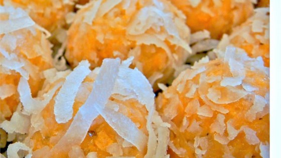 Photo of Coconut Rum Balls by Tauna