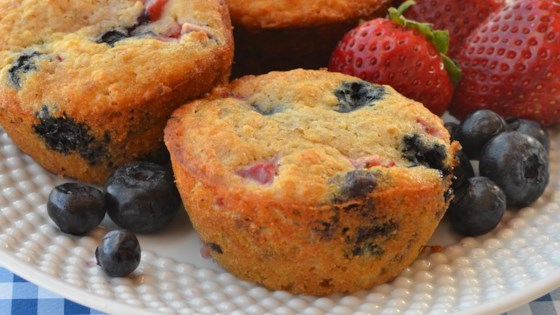 Photo of Whole Wheat Oatmeal Strawberry Blueberry Muffins by shauri