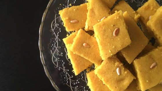 Sfouf (Lebanese Turmeric Cake)