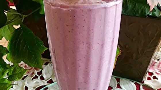 Photo of Berry Mango Milkshake  by x0xmandaxpandax0x