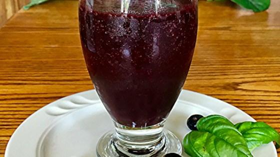 Photo of Vegan Blueberry Basil Smoothie by Yoly