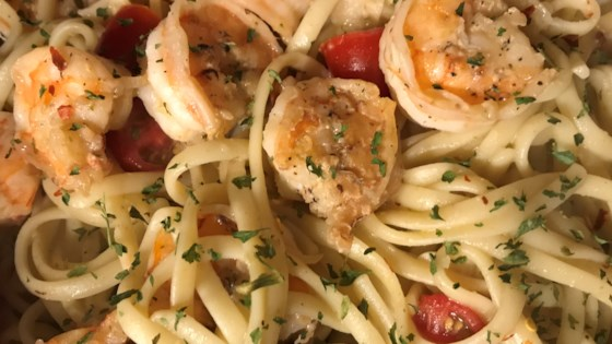 Photo of Garlic Shrimp Pasta by Lisa