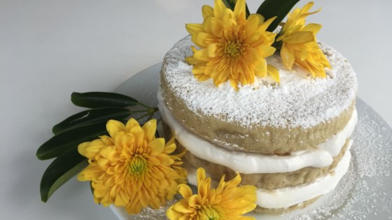 Photo of Vegan and Gluten-Free Naked Cake with Peaches and Coconut Cream by Fioa
