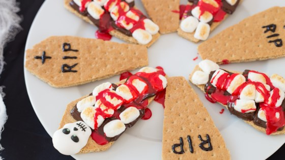 Photo of Bloody Skeleton S'mores by Stasty Cook