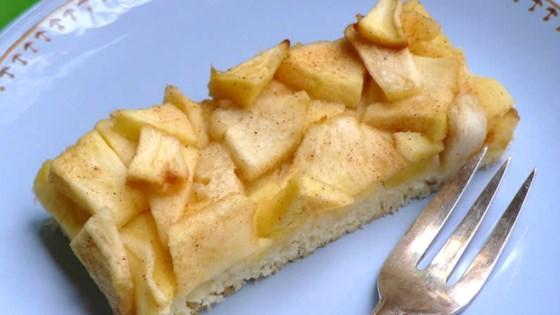 Easy German Apple Sheet Cake Recipe
