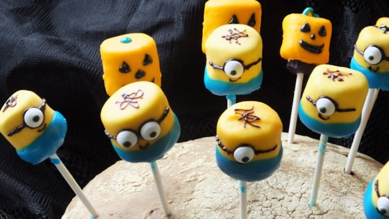 Photo of Minions Marshmallow Pops by stella