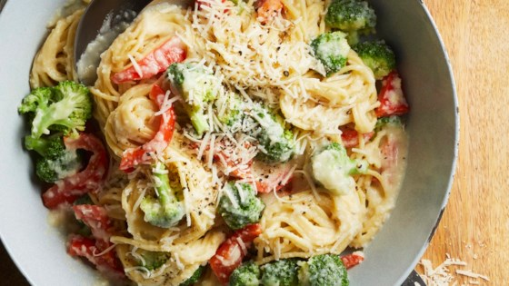 Photo of Pasta Primavera with Cauliflower Sauce by EatAndRun