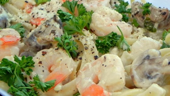 Photo of Shrimp Fettuccine Alfredo by MAMATIFF