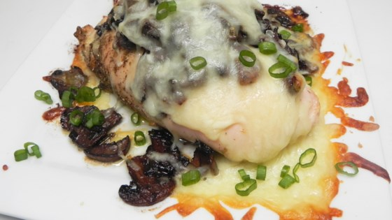 Photo of Smothered Chicken with Mushrooms by M. Kertello