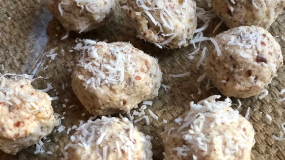 Photo of Chocolate, Almond, and Coconut Vegan Fat Bombs by Fioa