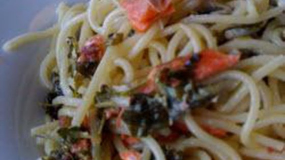 Quick and Easy Spaghetti with Smoked Salmon and Parsley in Cream Sauce