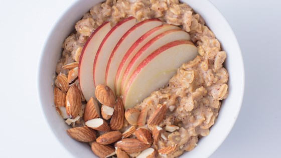 Photo of Oats and Spicy Nut Butter with Apples by Quaker®