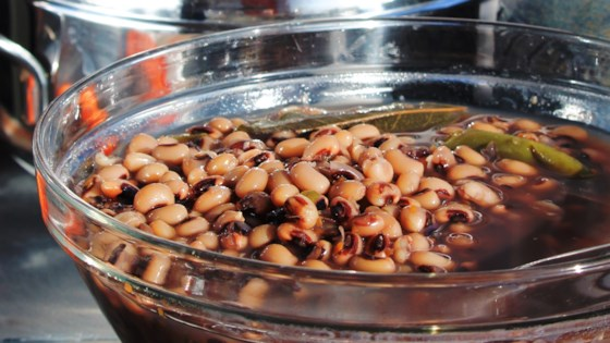 Pressure Cooked Black-Eyed Peas with Smoked Turkey Leg