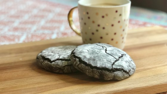 Photo of Vegan Chocolate Crinkle Cookies by Fioa