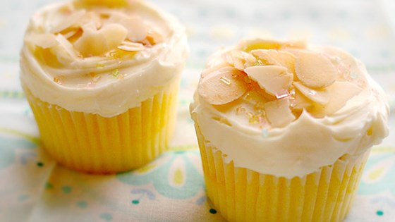 Photo of Lemon Cupcakes by friedbluetomato