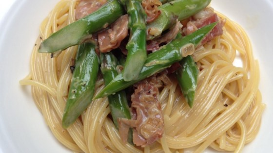 Photo of Creamy Pasta with Asparagus and Prosciutto by Toi