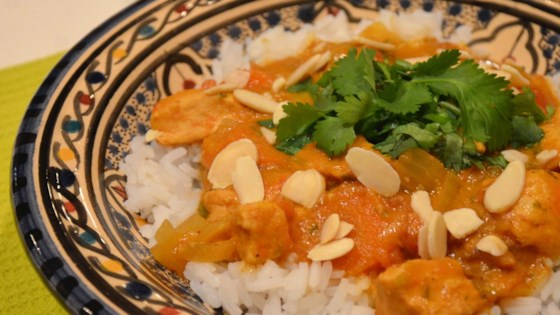 Photo of Slow Cooker Chicken Curry with Coconut Milk by Nanda