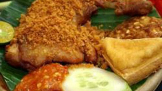 Photo of Ayam Penyet Pedas (Indonesian Spicy Penyet Chicken) by deravi