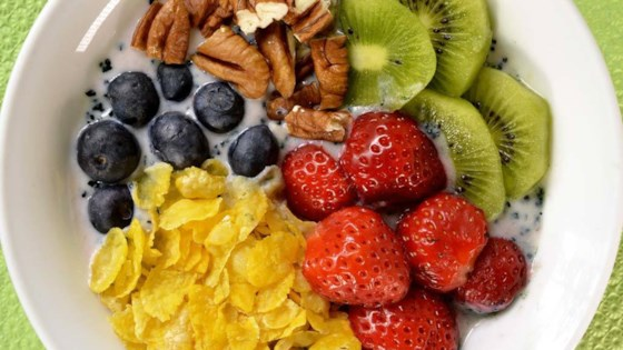 Photo of Quick Vegan Breakfast Bowl with Fruit by eloline