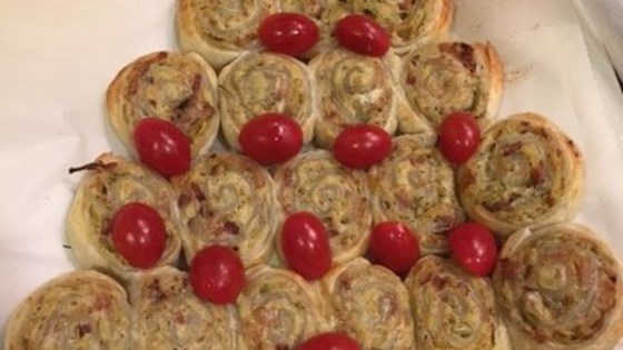Photo of Puff Pastry Pull-Apart Christmas Tree by Alemarsi