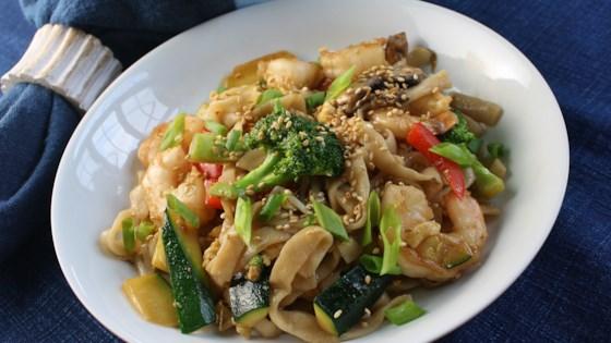 Photo of Shrimp Lo Mein with Broccoli by www.laznvu.website