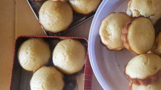 Photo of One Bowl Lemon Cupcakes by Dani