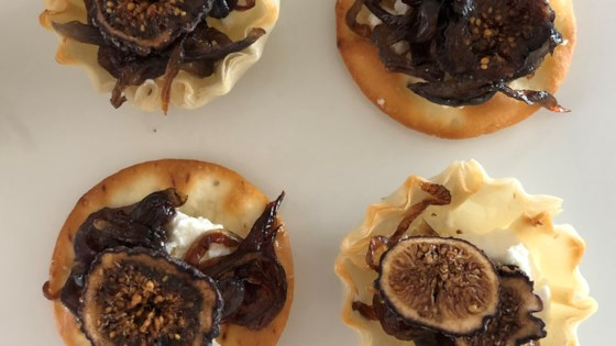 Figs with Caramelized Onions and Goat Cheese Recipe