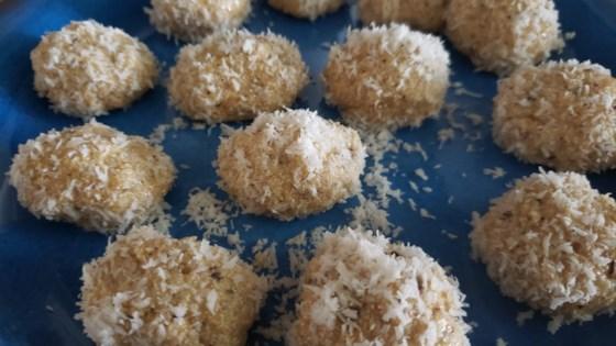 Photo of Easy Coconut Ladoo by Hindustanisakhisaheli