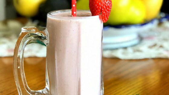 Photo of Strawberry-Mint Protein Smoothie by Yoly