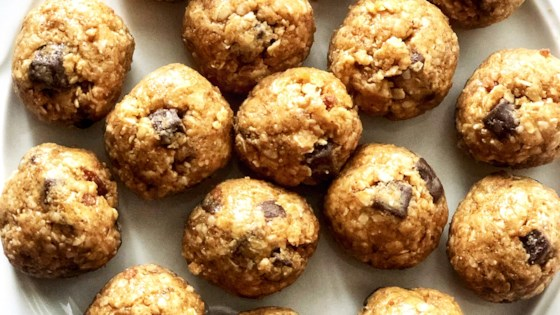 Photo of Easy Peanut Butter Energy Balls by Mama Wads