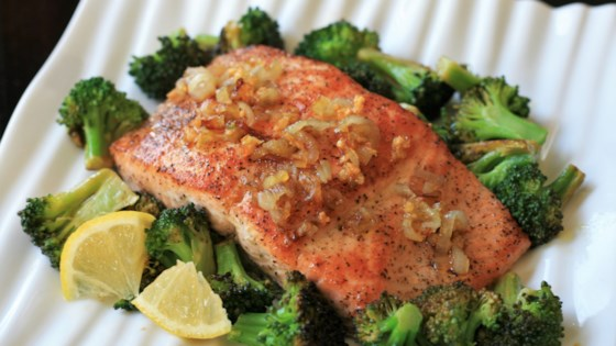 Photo of Steamed Salmon with Broccoli and Shallots by Cinderella
