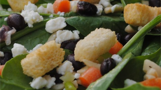 Photo of Delicious Spinach Salad by www.ewyoq.website
