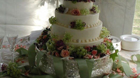 Photo of Wedding Cake by Larisa Townsend