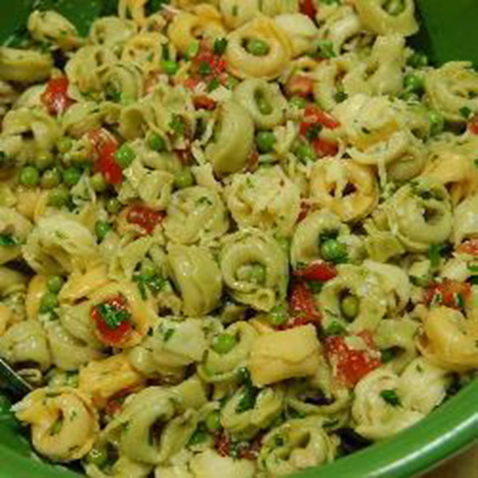 Tortellini Salad with Tomatoes and Peas