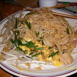 Chicken Pad Thai with Peanut Sauce