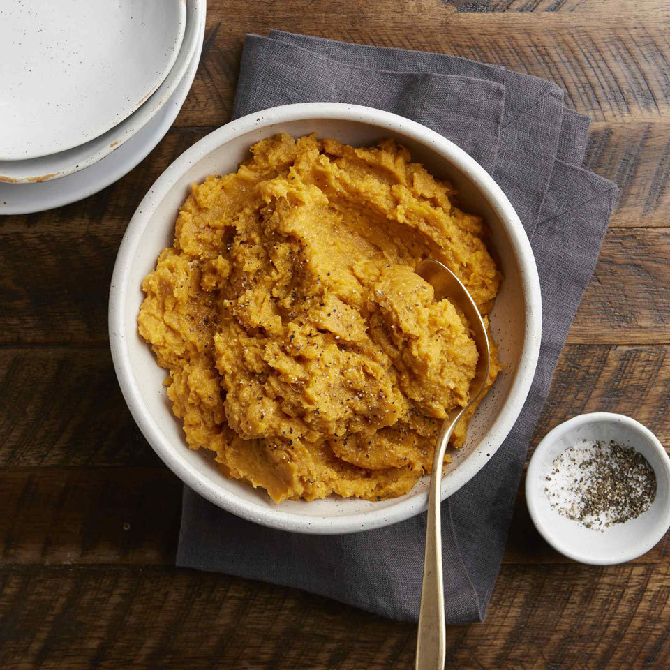 This quick mashed potato recipe has just 5 ingredients and is dinner-ready in 20 minutes. Using sweet potatoes for this classic side dish adds color to your plate along with a little sweetness and a boost of vitamin A. With classic and simple flavors, it can easily be paired with any of your Friendsgiving dishes.