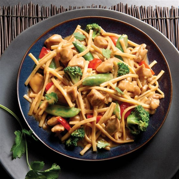 no yolks r asian vegetables and chicken in a spicy peanut