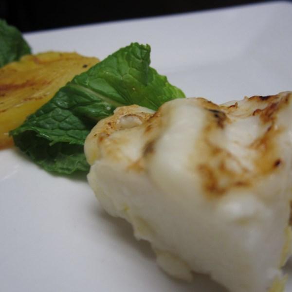 espetinho de queijo coalho com abacaxi brazilian grilled cheese