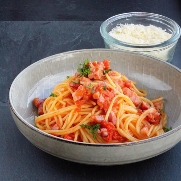 traditional spaghetti allamatriciana photos
