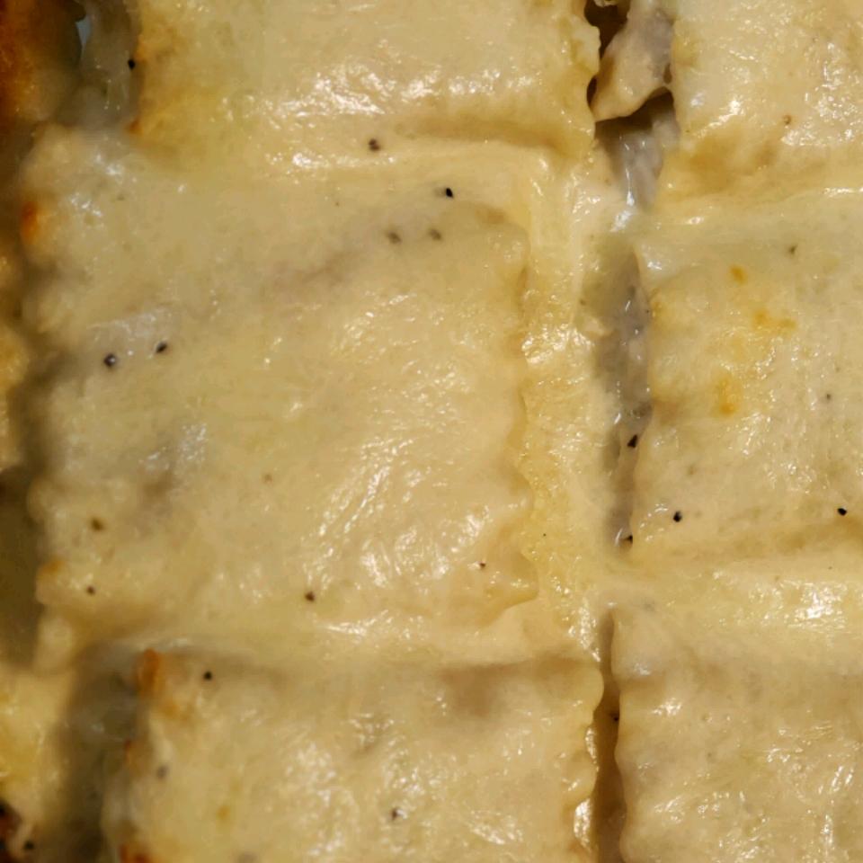 Alfredo Chicken Lasagna Rolls