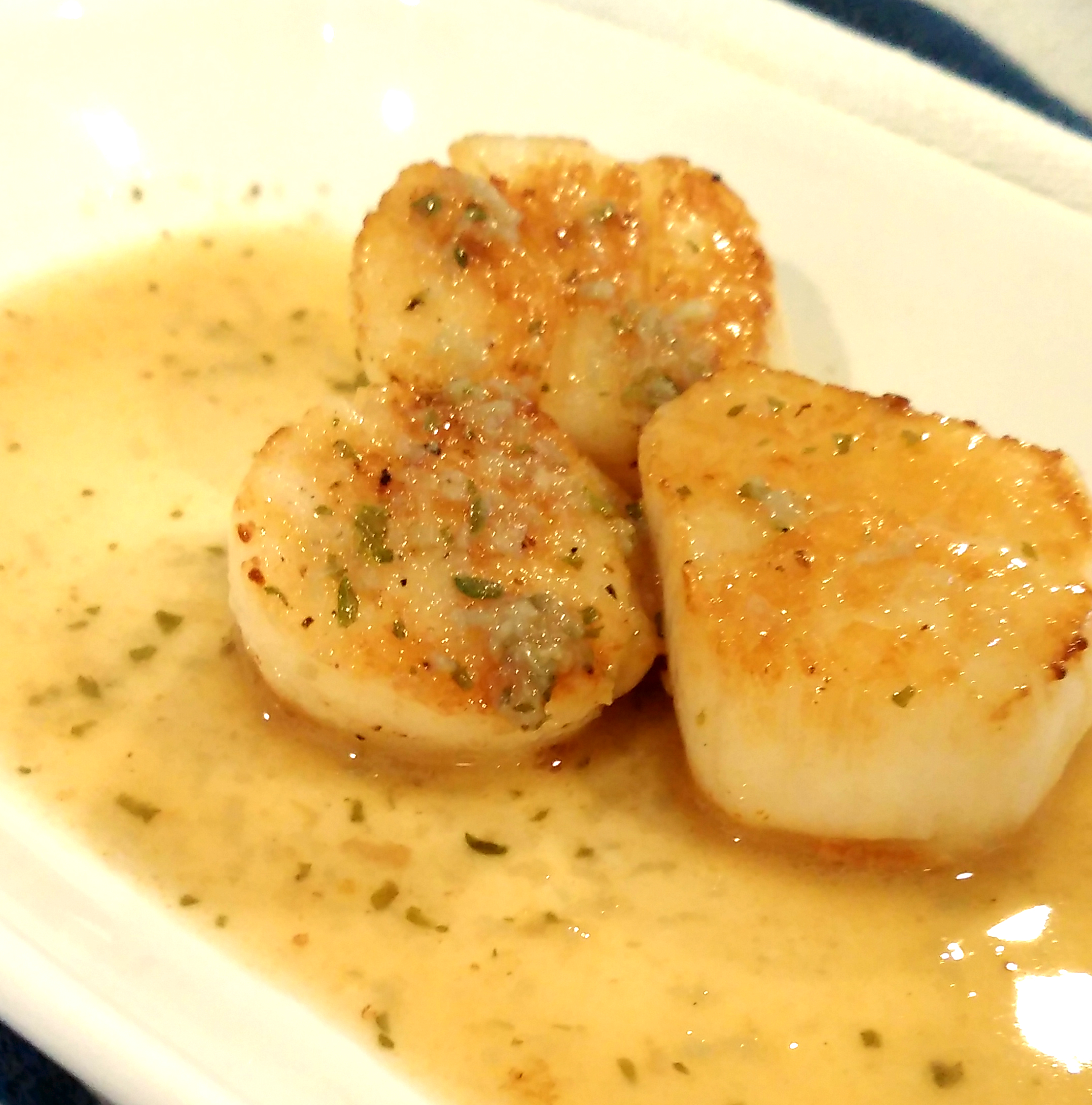 Sous Vide Scallops with Garlic and Lemon Butter